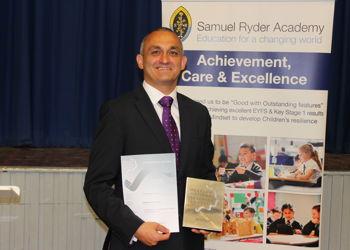 Matt Gauthier, SRA Headteacher scoops prestigious award